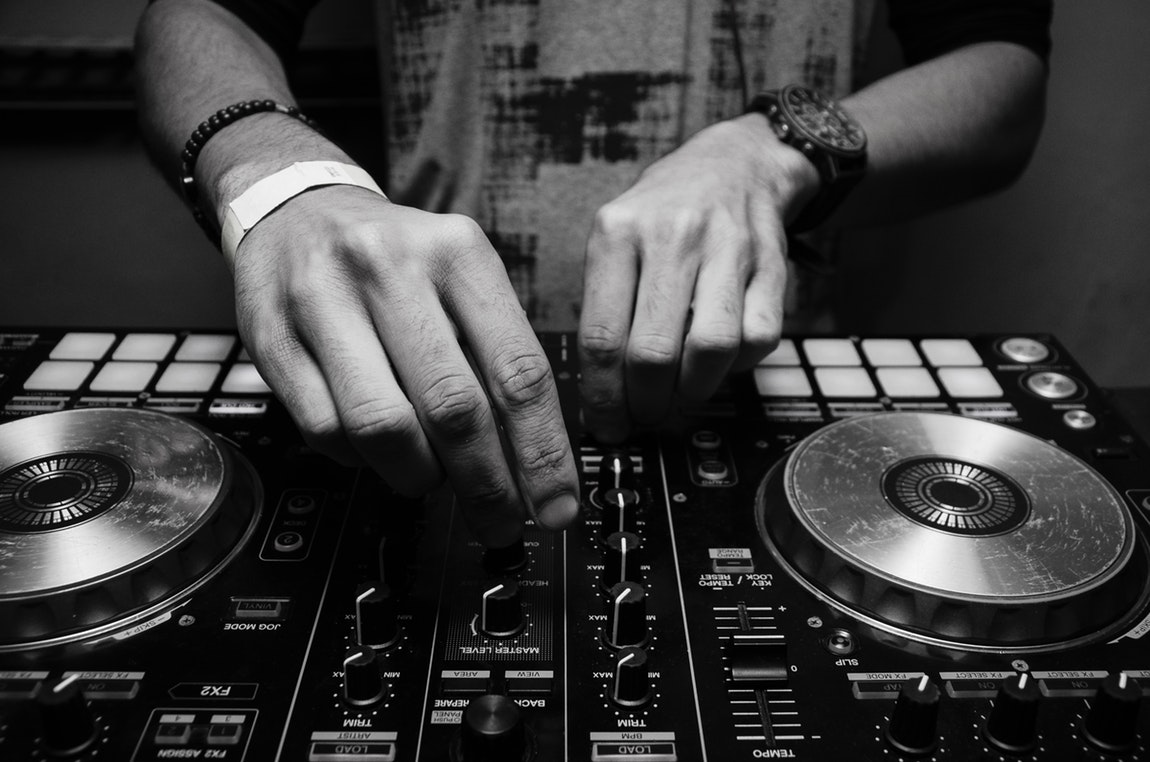 How Fantastic Disc Jockeys Instill More Life Into The Party